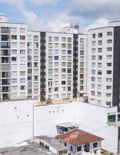 Versalles Plaza - 2011 - Proyecto mixto de vivienda y locales comerciales.